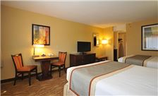 Kahler Inn & Suites Rooms - Double Room Desk