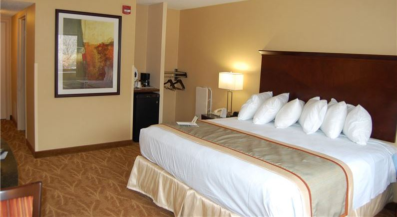 Accessible Mini Suite King in Kahler Inn & Suites