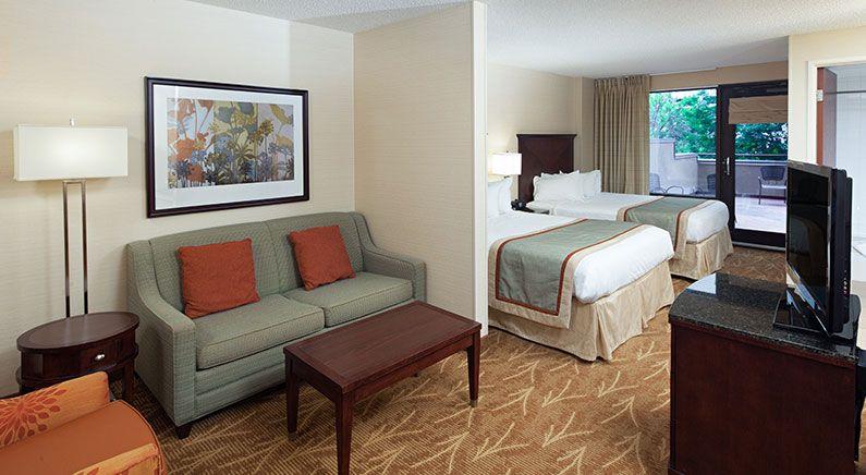 Balcony Mini Suite 2 Queens at Kahler Inn & Suites